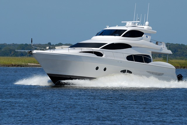 luxury-yacht-1620040_640