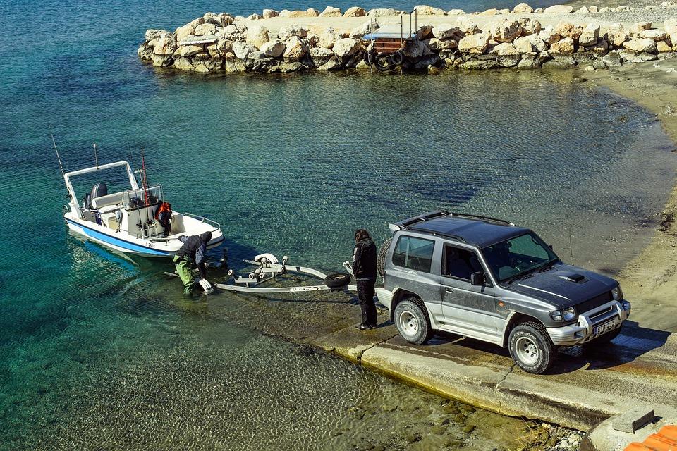 loading-boat-2086851_960_720