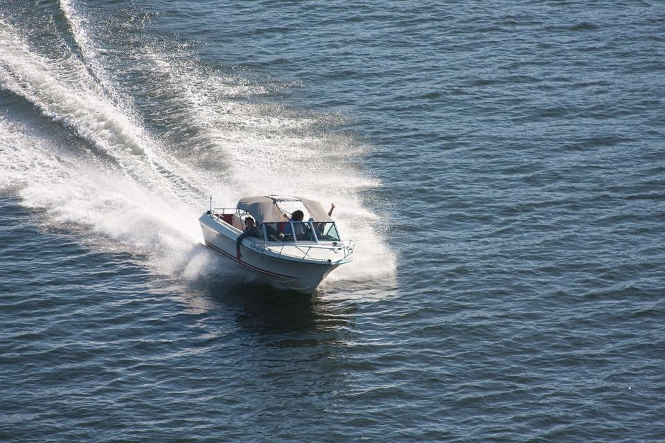 speedboat-271768_960_720